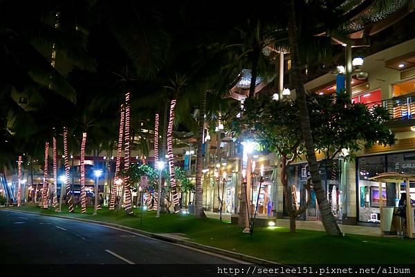 P3)海灘大道的夜晚充滿浪漫情趣.jpg