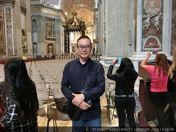 P1)2016年5月14日我在梵蒂岡聖彼得大教堂.JPG