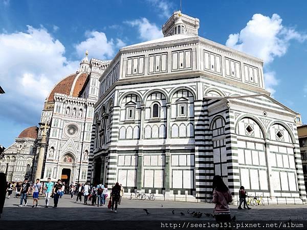 P1)有世界最美之稱的聖母百花大教堂.jpg