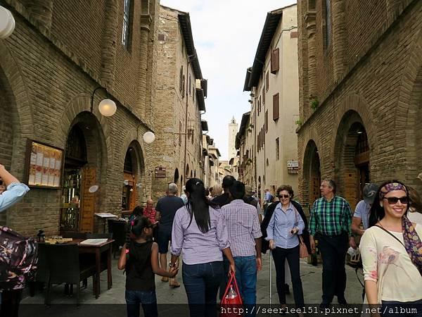 P2)聖吉米拉諾的主街道.jpg