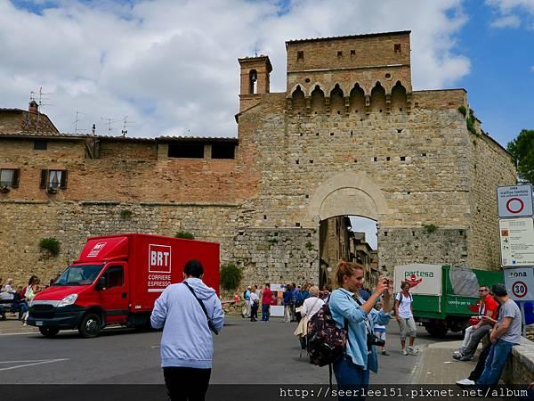 P4)聖吉米拉諾城入口.jpg