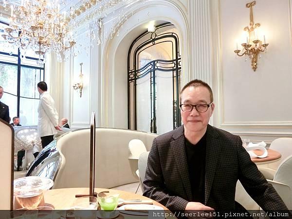 P1)我在法國巴黎米其林三星級的Alain Ducasse用餐.jpg