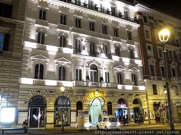 P4)我們下榻的酒店就在繁華的Via Nazionale大道上.jpg