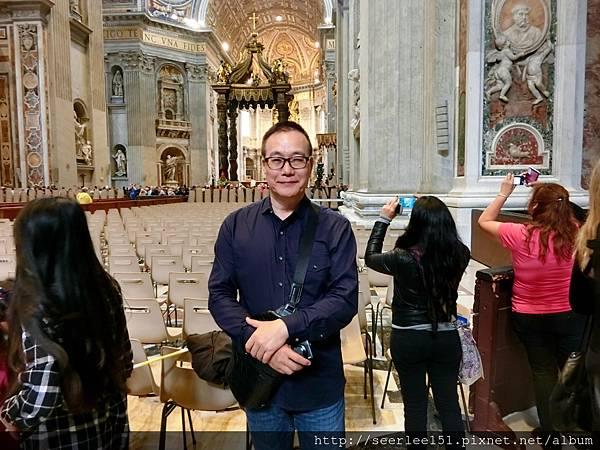 P3)我在聖彼得大教堂內.jpg