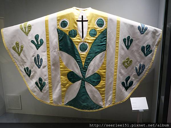 P17)梵蒂岡博物館收藏的教宗聖袍.jpg