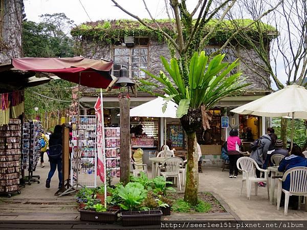 P9)有竹筒出售的小店家.jpg