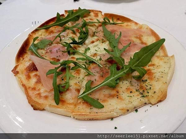 P6)這裡的綜合火腿披薩全台排名三名以內.jpg