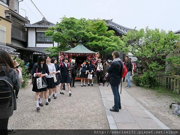 P14)走春的高中生.jpg