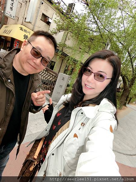P4)我和芬兒站在高瀨川的一座小橋上.jpg