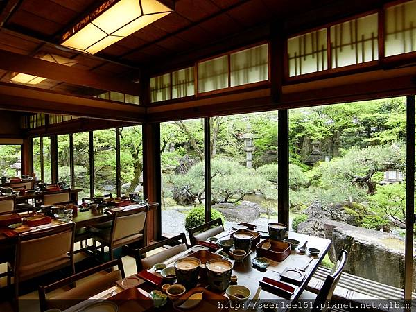 P10)從餐廳內往庭院看出去.jpg
