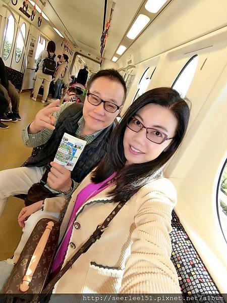 P3)連結酒店和迪士尼園區的電車.jpg