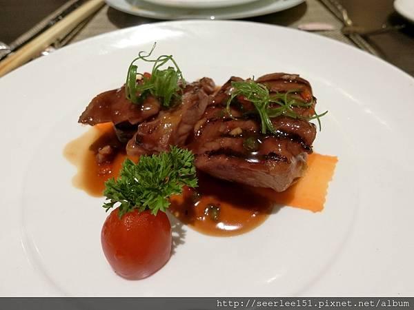 P14)午間套餐中的紅燒肉排.jpg