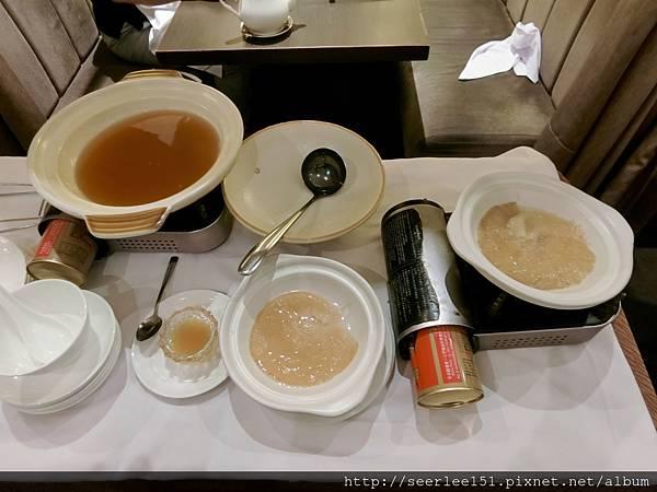 P17)桌邊料理的紅燒魚翅.jpg
