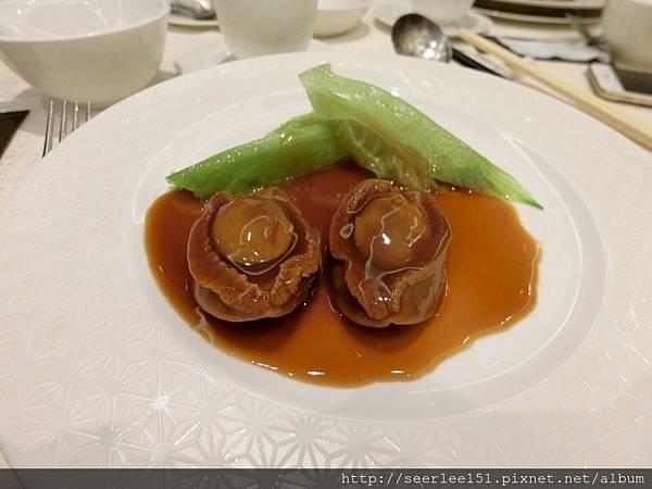 P2)一哥請我和芬兒吃每人兩顆鮑魚.jpg