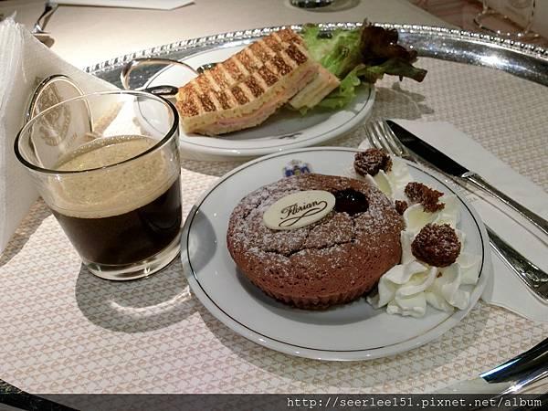 P9)咖啡和甜點品質一流但價錢很合理.jpg