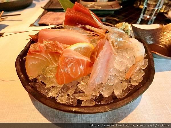 P4)三井的綜合生魚片.jpg