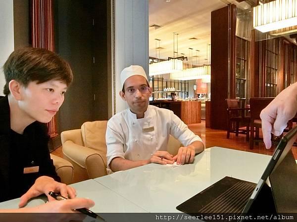 P9)事前和餐廳的內外場主管開會溝通意見.jpg
