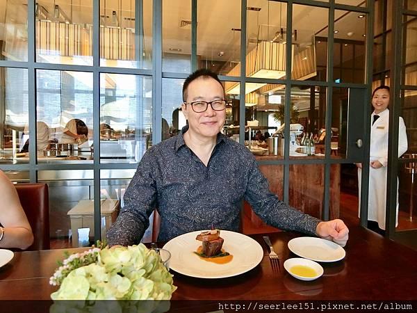 P14)當天的第二道菜~澳洲和牛腓力襯鴨肝.jpg