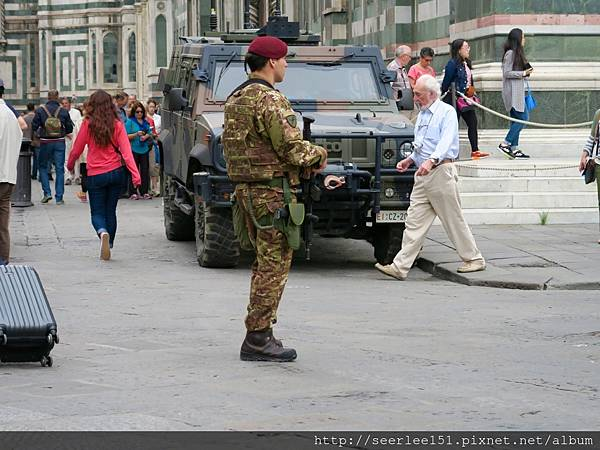 P9)恐攻已造成各國軍警如臨大敵.jpg