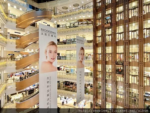 P9)上海現代感十足的百貨公司.jpg