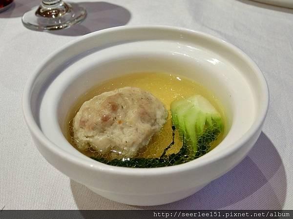 P11)清燉獅子頭湯鮮味美是揚州飯店鎮店之寶.jpg