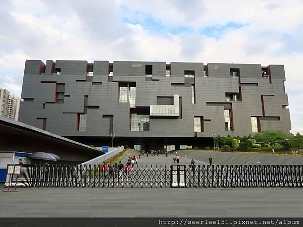 P9)位於廣州塔附近的省博物館.jpg