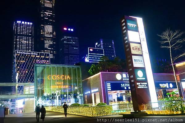 P2)四季酒店旁邊皇庭廣場有不少熱鬧的餐廳.jpg
