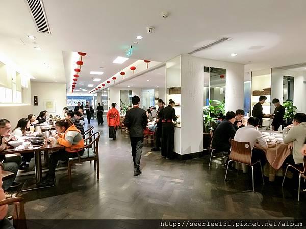 P3)這裡用餐時間總是難得有空位.jpg