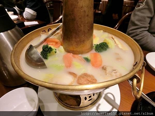P9)什錦蔬菜鍋有湯又有料可惜我們早已吃飽.jpg