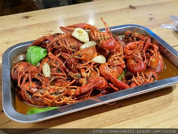 P1)大陸舉國瘋吃小龍蝦的季節又到了.jpg
