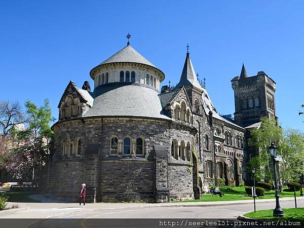 P3)多倫多大學校園內的漂亮建築.jpg