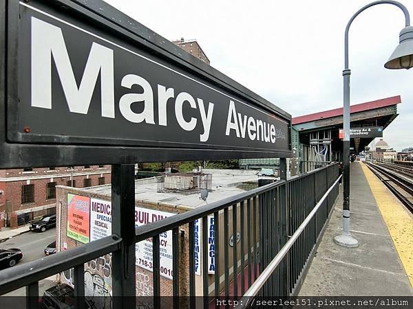 P3)搭地鐵來這一站就找到Peter Luger了.jpg