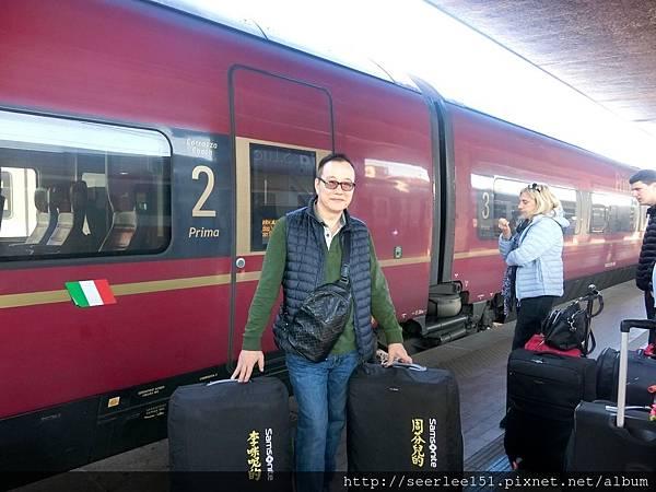 P9)義大利國鐵使用的法拉利快速火車.jpg