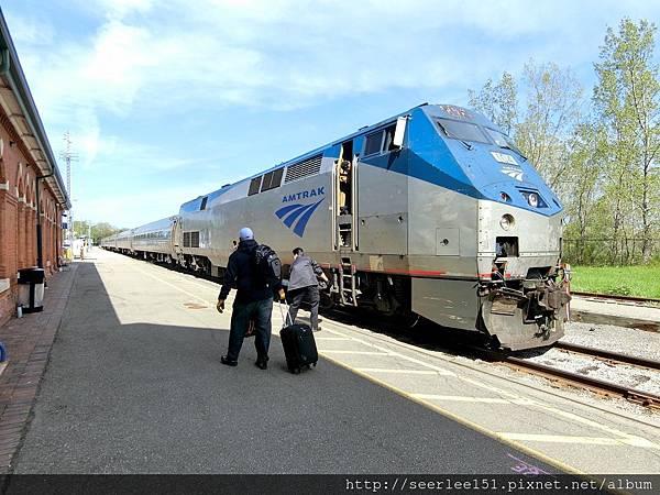 P10)多倫多開往紐約的AMTRAK老爺火車.jpg