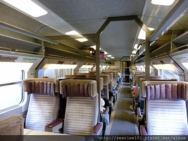 P11)歐洲之星商務車廂非常舒適而且乘客不多.jpg