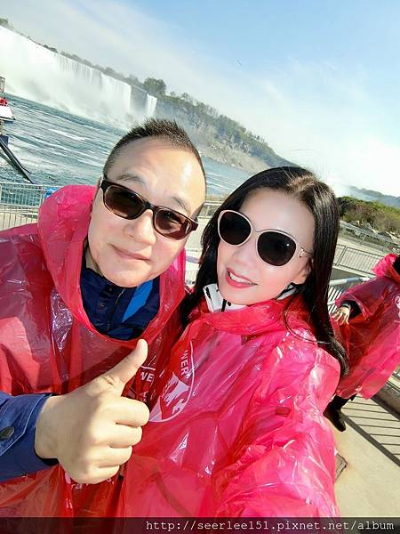 P5)我和芬兒準備搭乘「霧中少女」號衝向尼加拉瀑布.jpg
