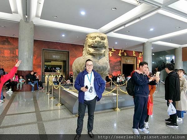 P13)陜西歷史博物館門口的巨型石雕像.jpg