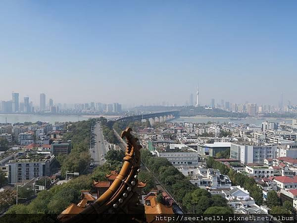 P1)「銜遠山,吞長江」的黃鶴樓。.jpg