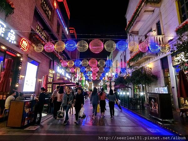 P3)有繁榮大都會風貌的漢街步行街.jpg
