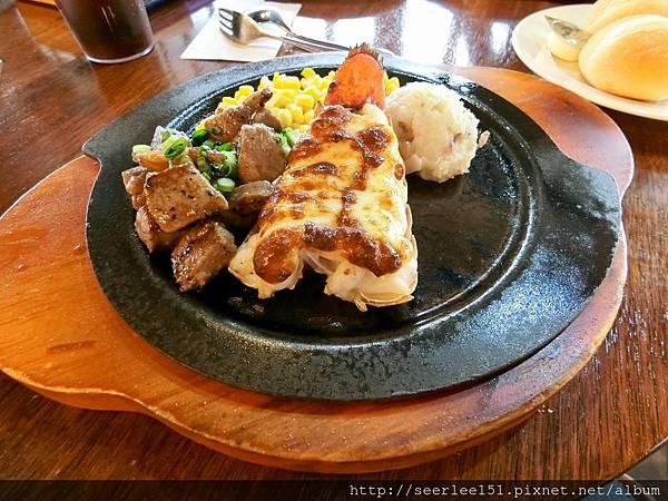 P3)美國村「紅龍蝦」餐廳的龍蝦牛排餐.JPG