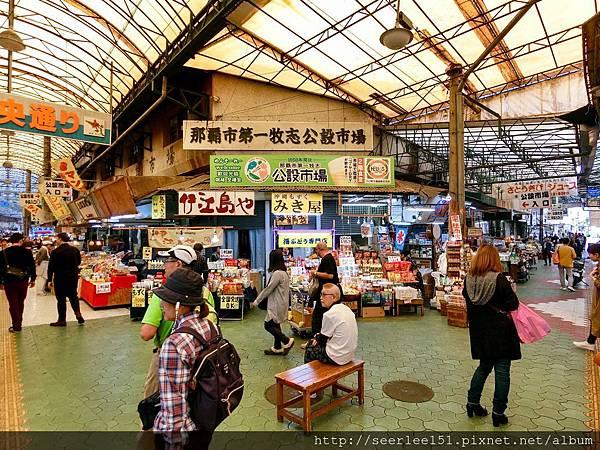 P4)牧志海鮮市場觀光客一定會來報到.JPG