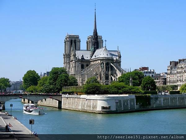 P1)是巴黎地標,也是巴黎人信仰與情感之所繫。.JPG