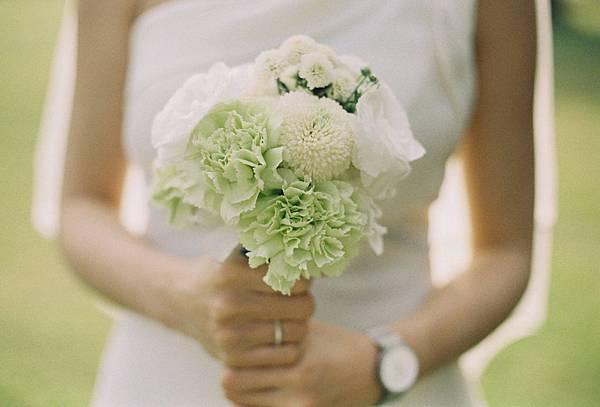 白綠清新色調的新娘捧花