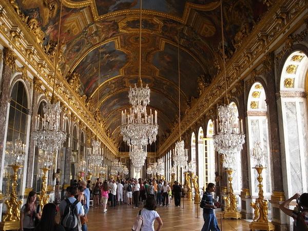 凡爾賽宮一整間華麗水晶燈