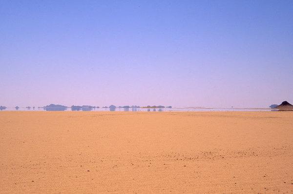 19-撒哈拉沙漠,遠處山川水澤