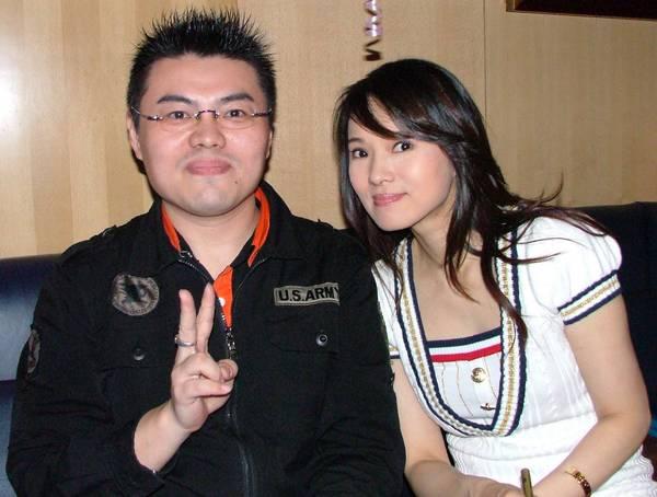 960304 我 與 伊能靜 小姐 拍攝於 錢櫃環亞店