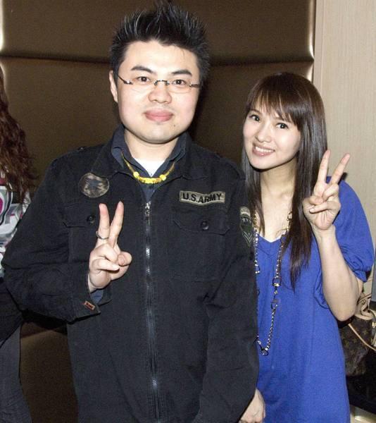 970323 我 與 伊能靜 小姐 拍攝於 錢櫃SOGO店