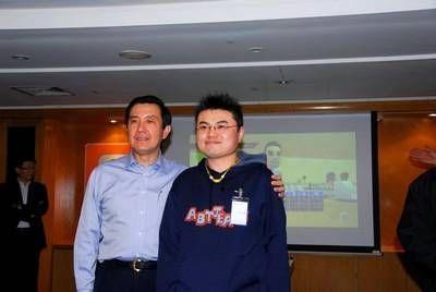 2008年2月27日 我 和 馬英九 先生的合照