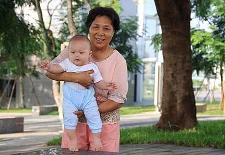 金凱瑞與外婆.jpg