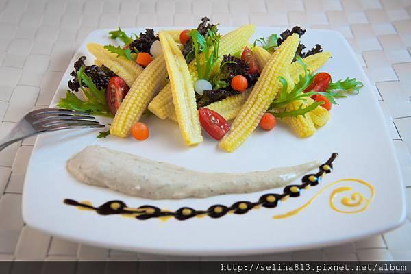 玉米筍沙拉佐凱薩醬